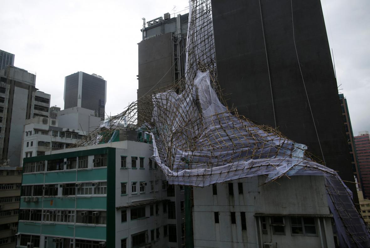 V Hongkongu řádil tajfun Nida