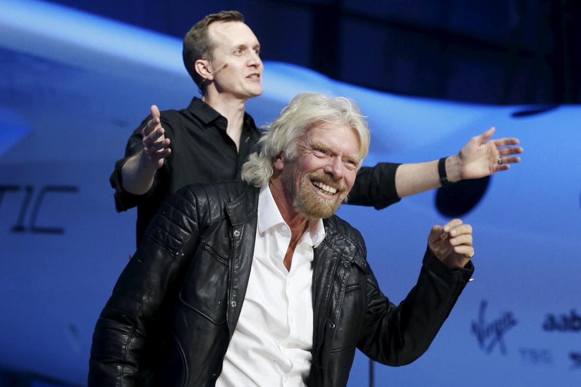 Richard Branson s ředitelem divize Virgin Galactic