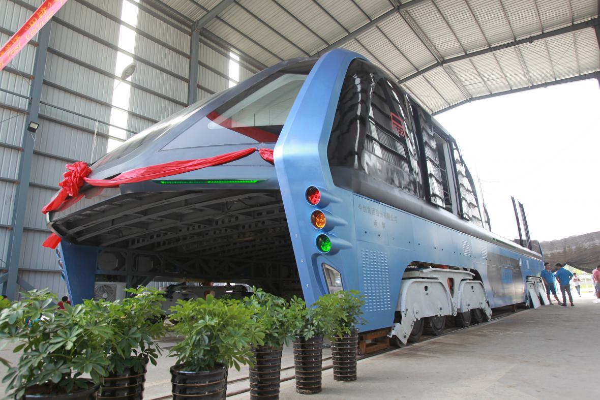 Čínský vyvýšený elektrobus