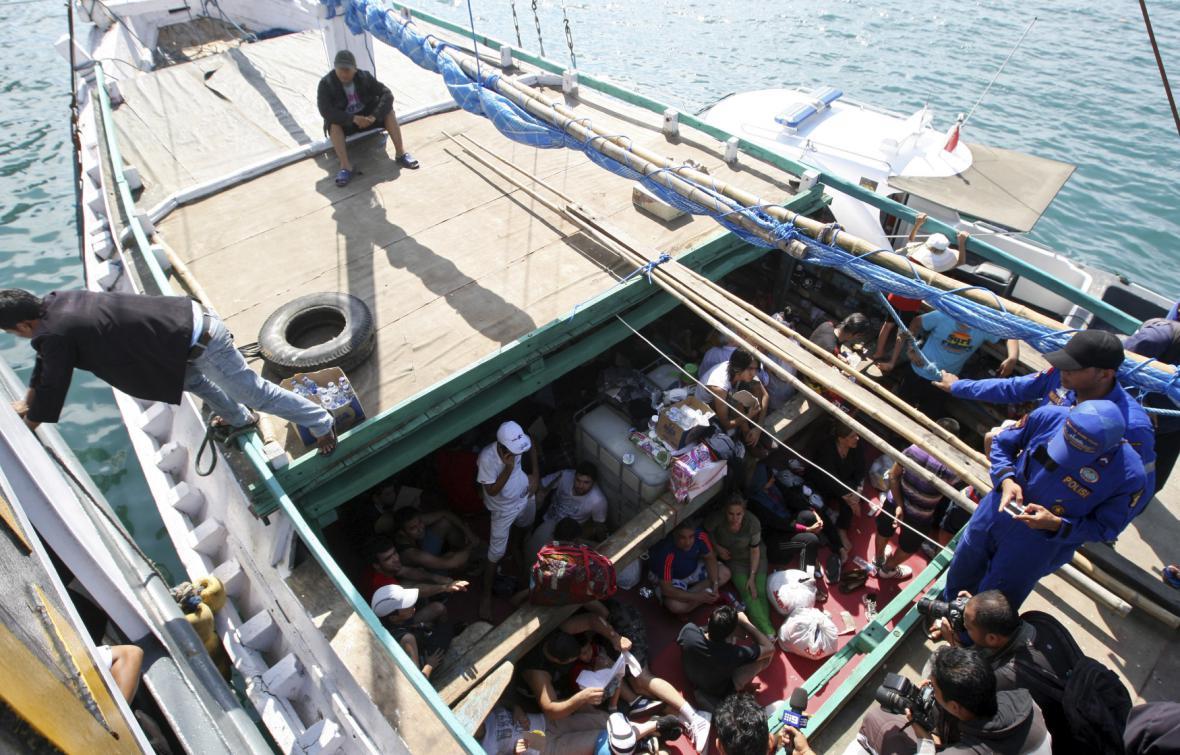 Loď s uprchlíky mířícími do Austrálie