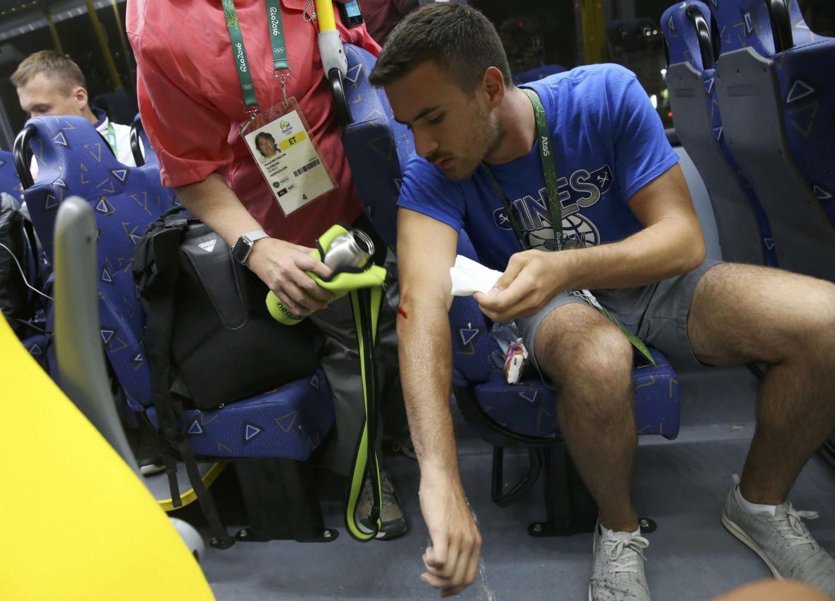 Novinář zraněný po útoku na autobus v Riu