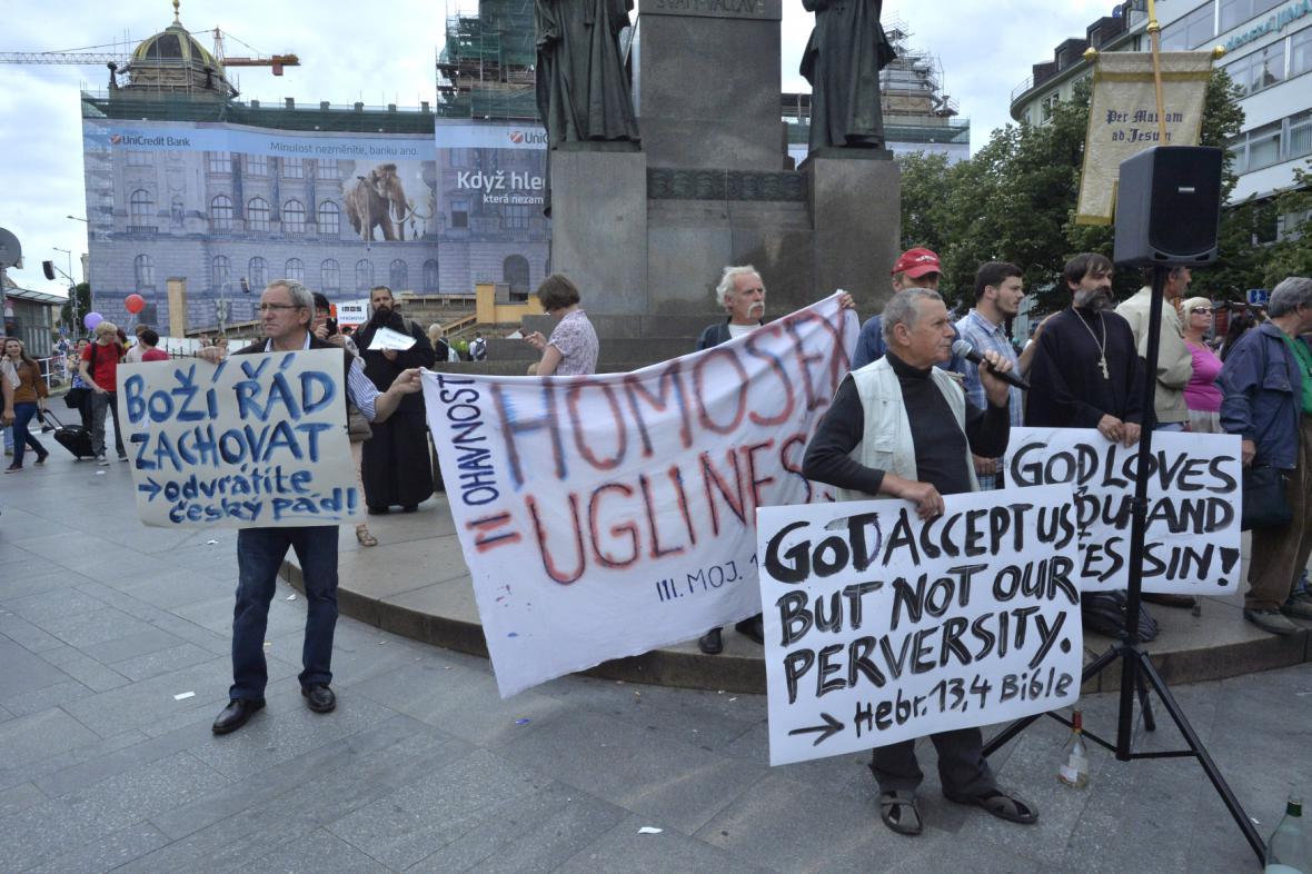Odpůrci pochodu Prague Pride