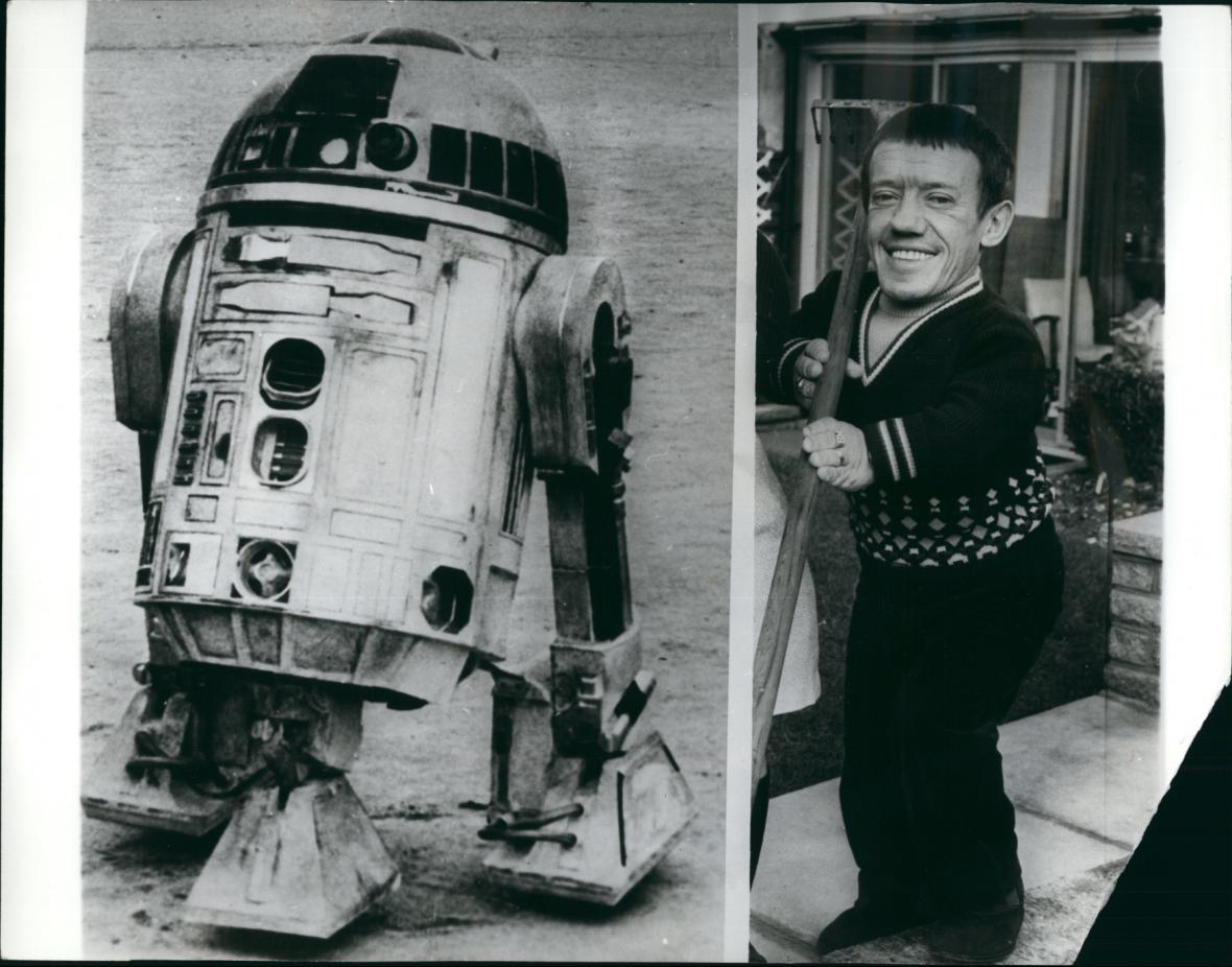 Robot R2D2 a Kenny Baker