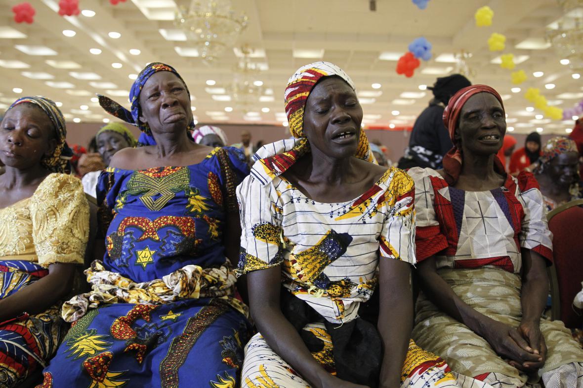 Matky unesených dívek teskní při společném setkání