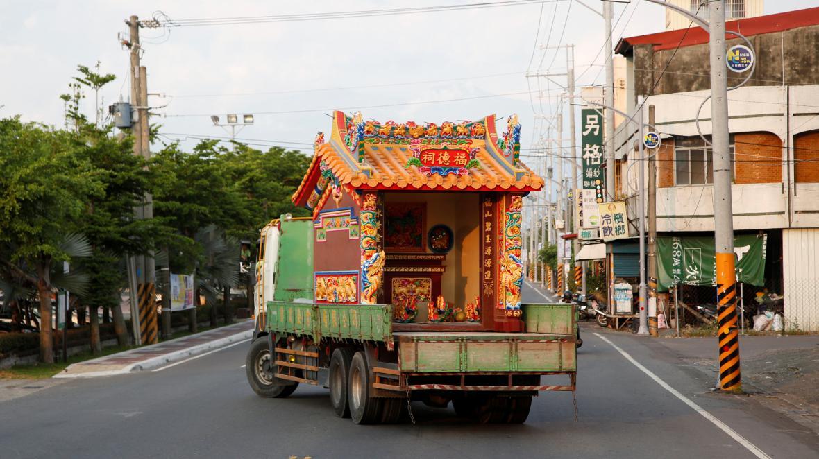Převoz vyrobeného chrámu