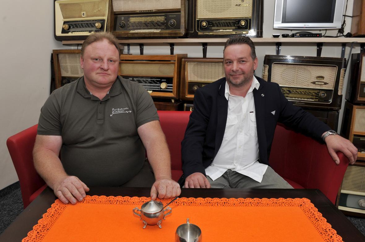 Hledači pokladů Piotr Koper (vlevo) a Andreas Richter