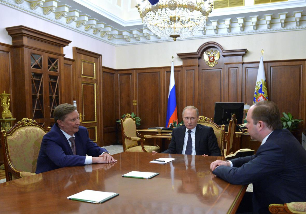 Putin s Ivanovem (vlevo) a Vajnem.