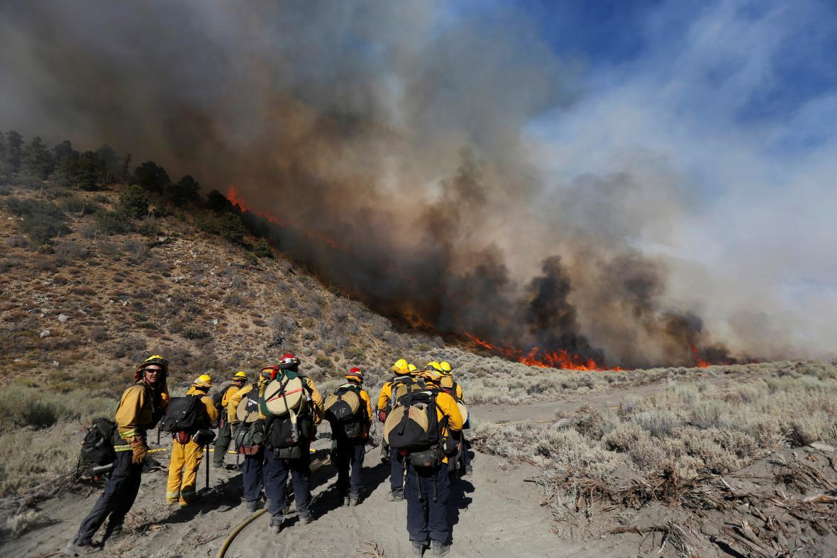 Hasiči svádí bitvu s požáry v Kalifornii