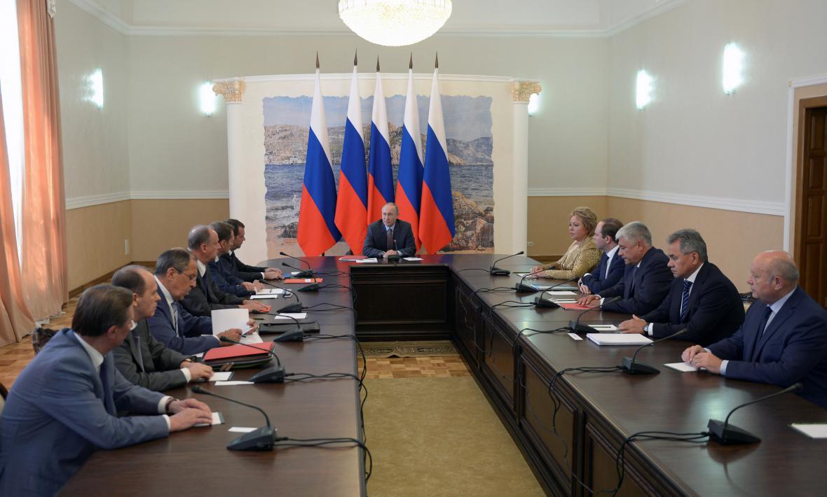 Putin předsedá bezpečnostní radě na Krymu