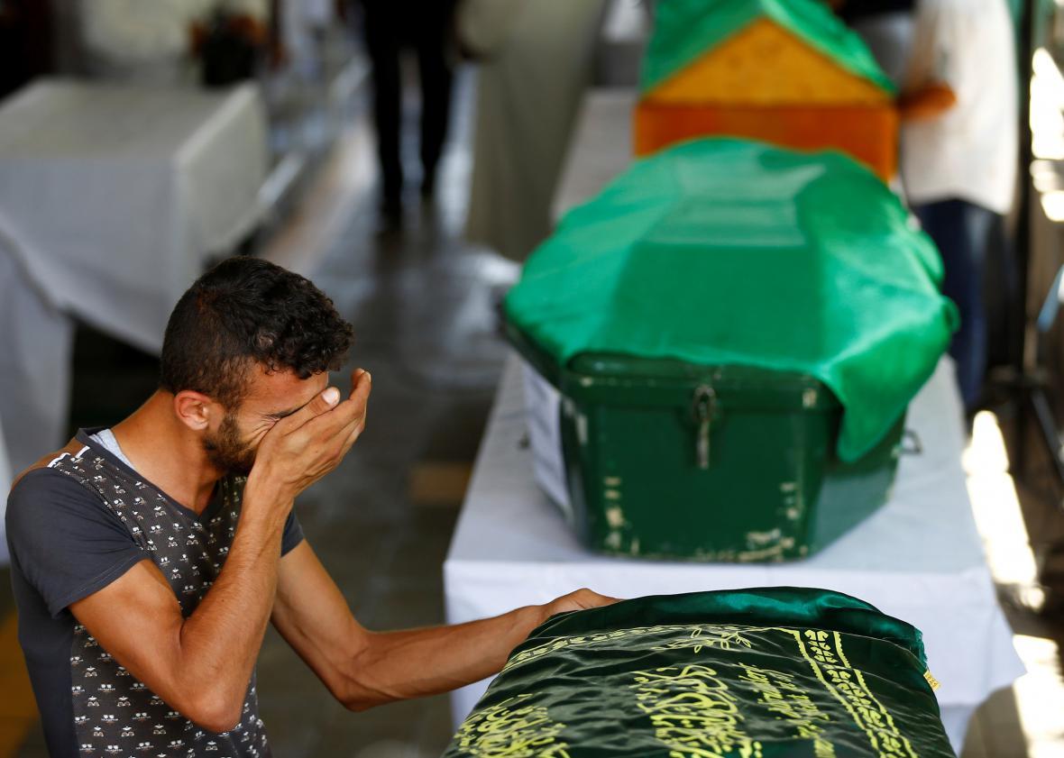 Pohřeb obětí z kurdské svatby v Turecku