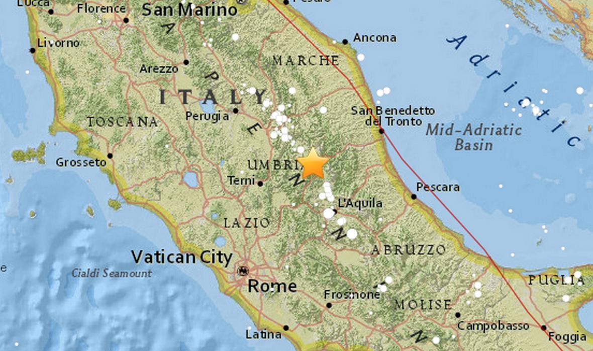 Seismická aktivita ve střední Itálii podle amerického úřadu USGS