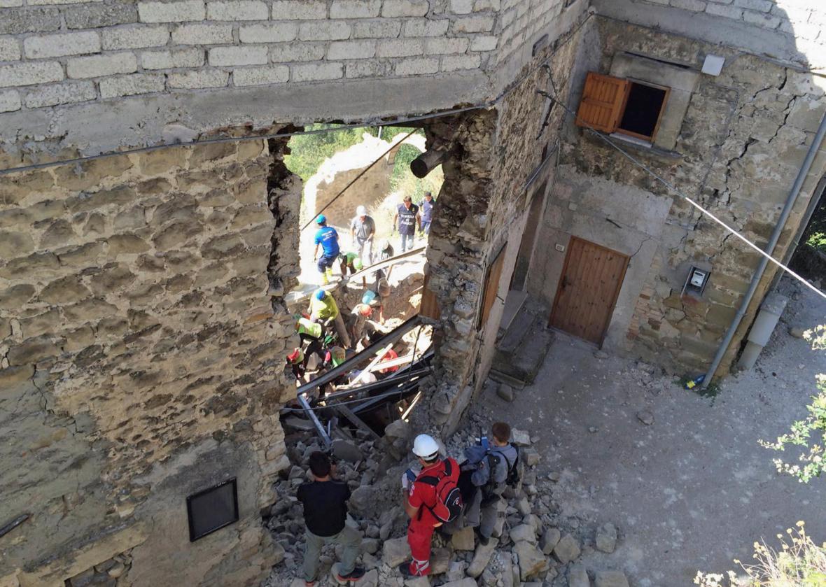 Záchranné práce v Accumoli di Rieti