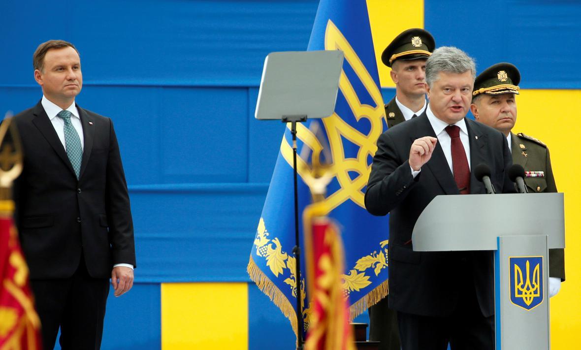 Prezidenti Duda a Porošenko při oslavách výročí nezávislosti Ukrajiny