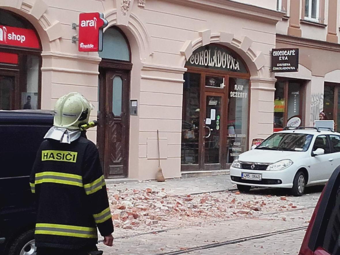 V Olomouci se sesula střecha domu