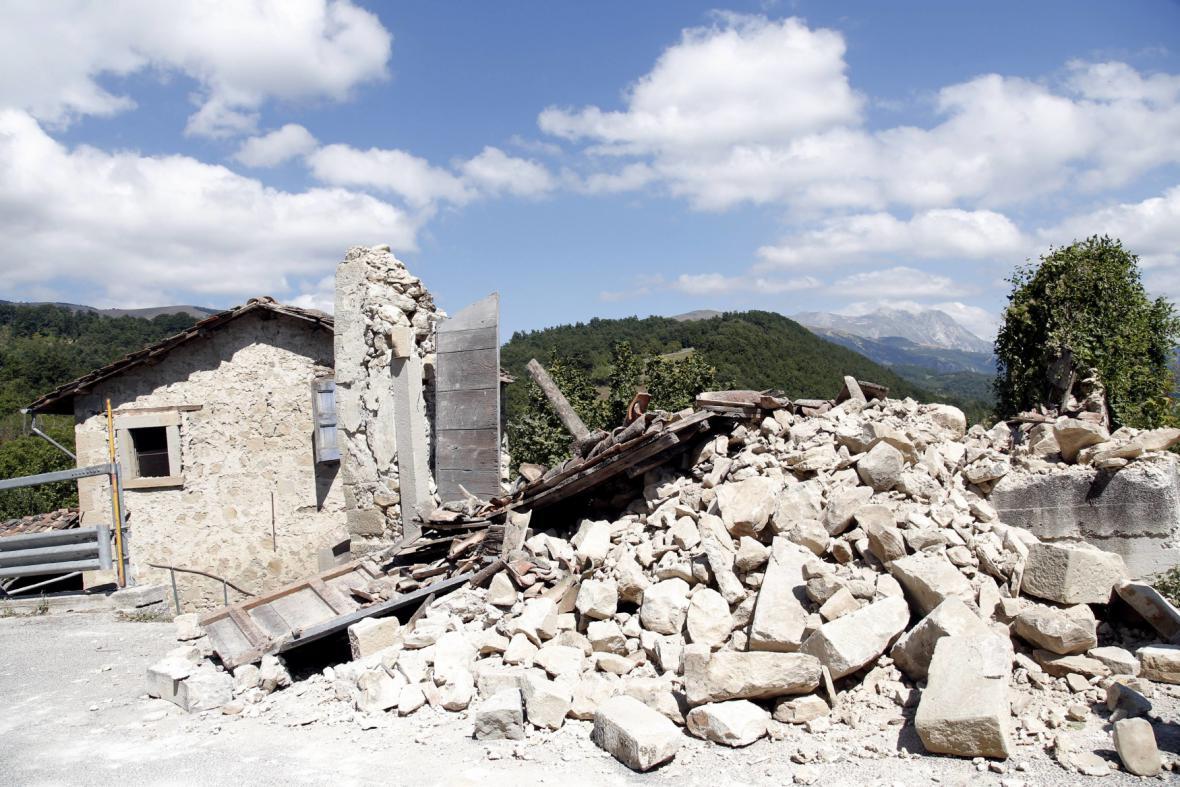 Následky otřesů v Accumoli