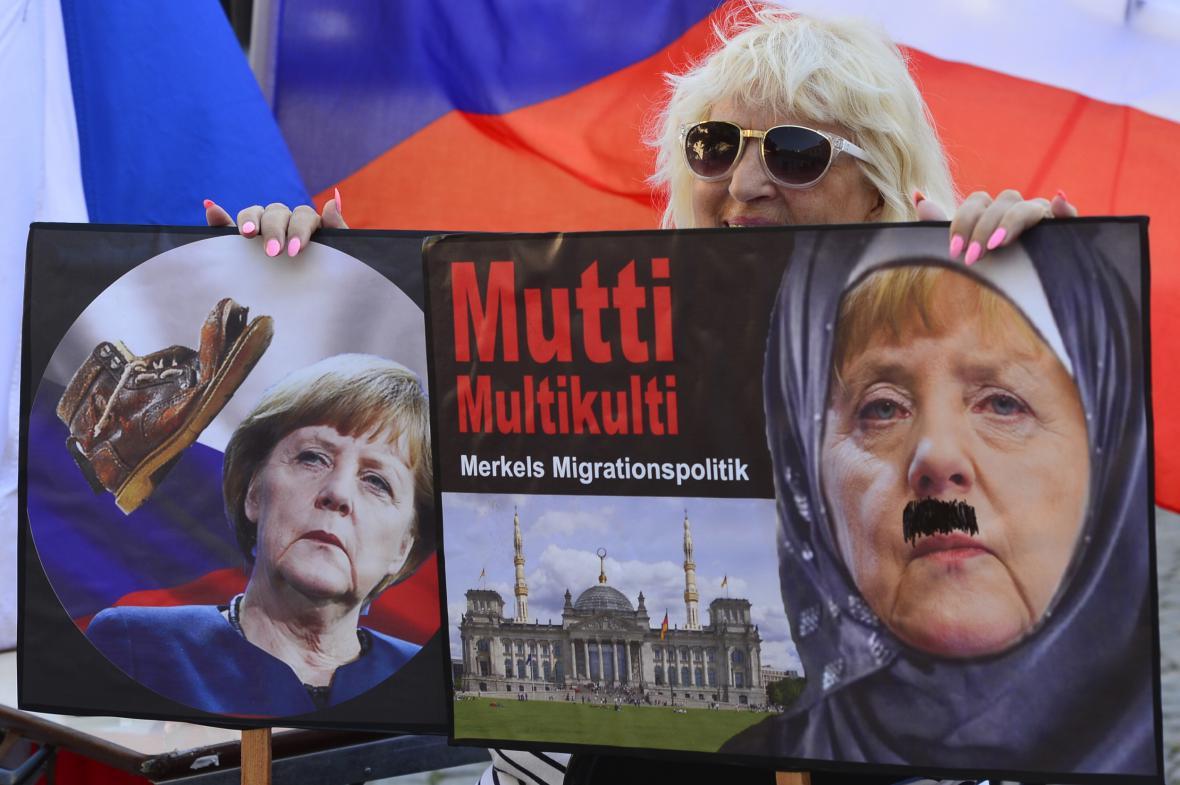 Demonstrace proti německé kancléřce v Loretánské ulici