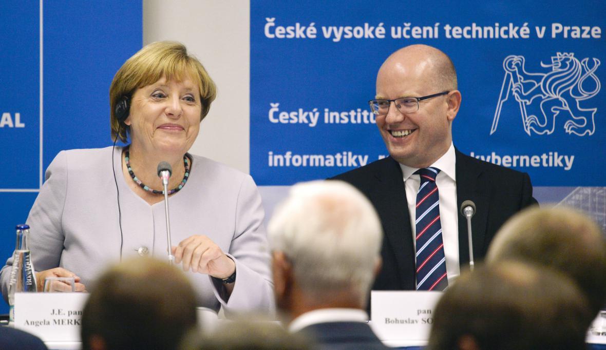 Německá kancléřka a český premiér v dobrém rozpoložení
