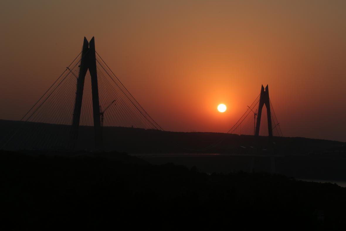 Přes Bospor vede už třetí most