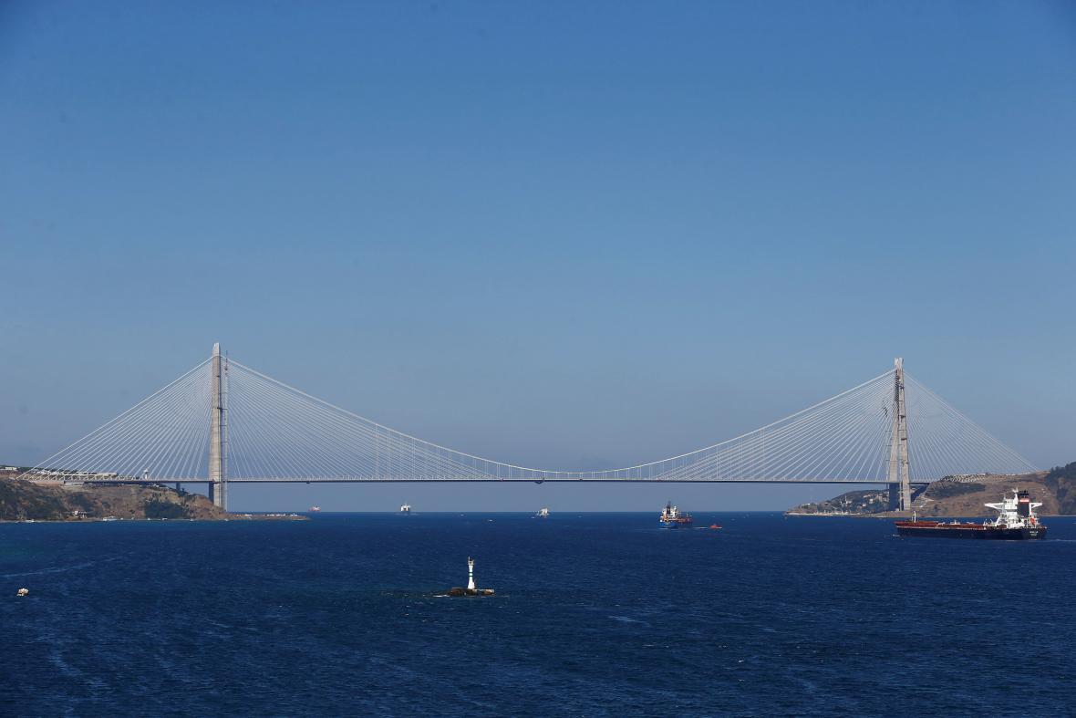 Na třetím mostě přes Bospor byl zahájen provoz