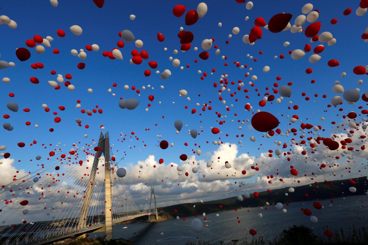 Slavnostní otevření nového mostu v Istanbulu