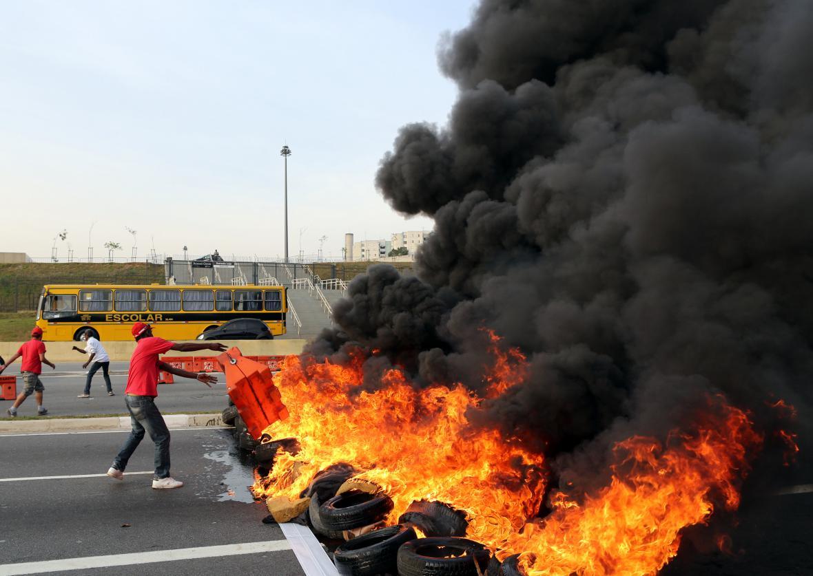 Protesty proti sesazení Rousseffové