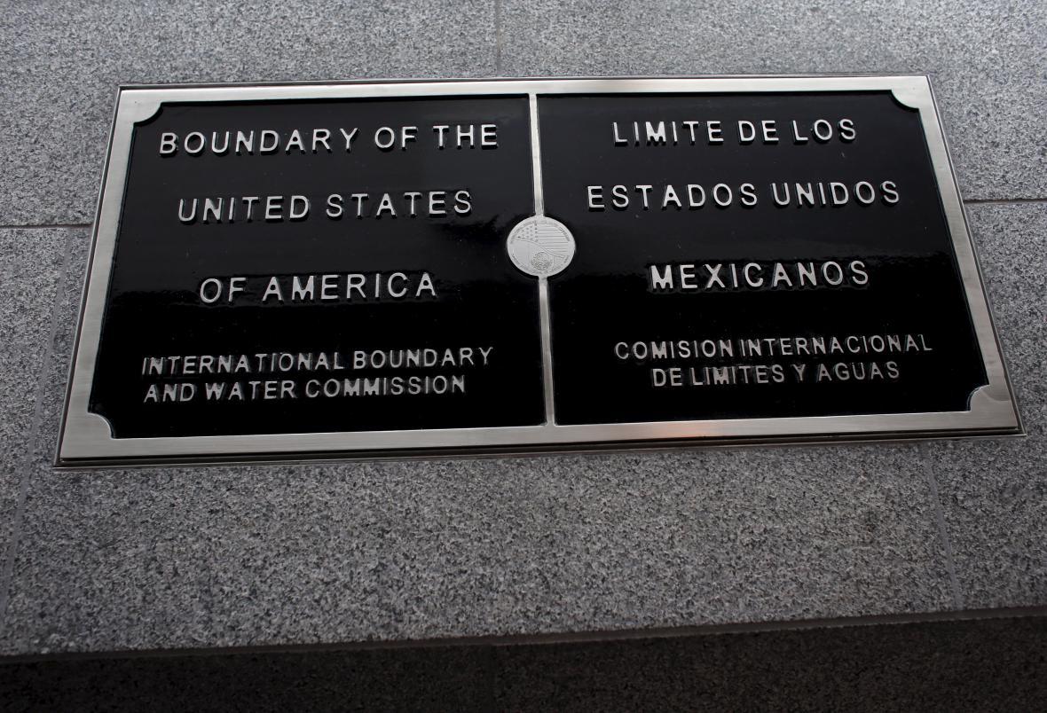 Oznámení o mexicko-americké hranici v Tichuaně