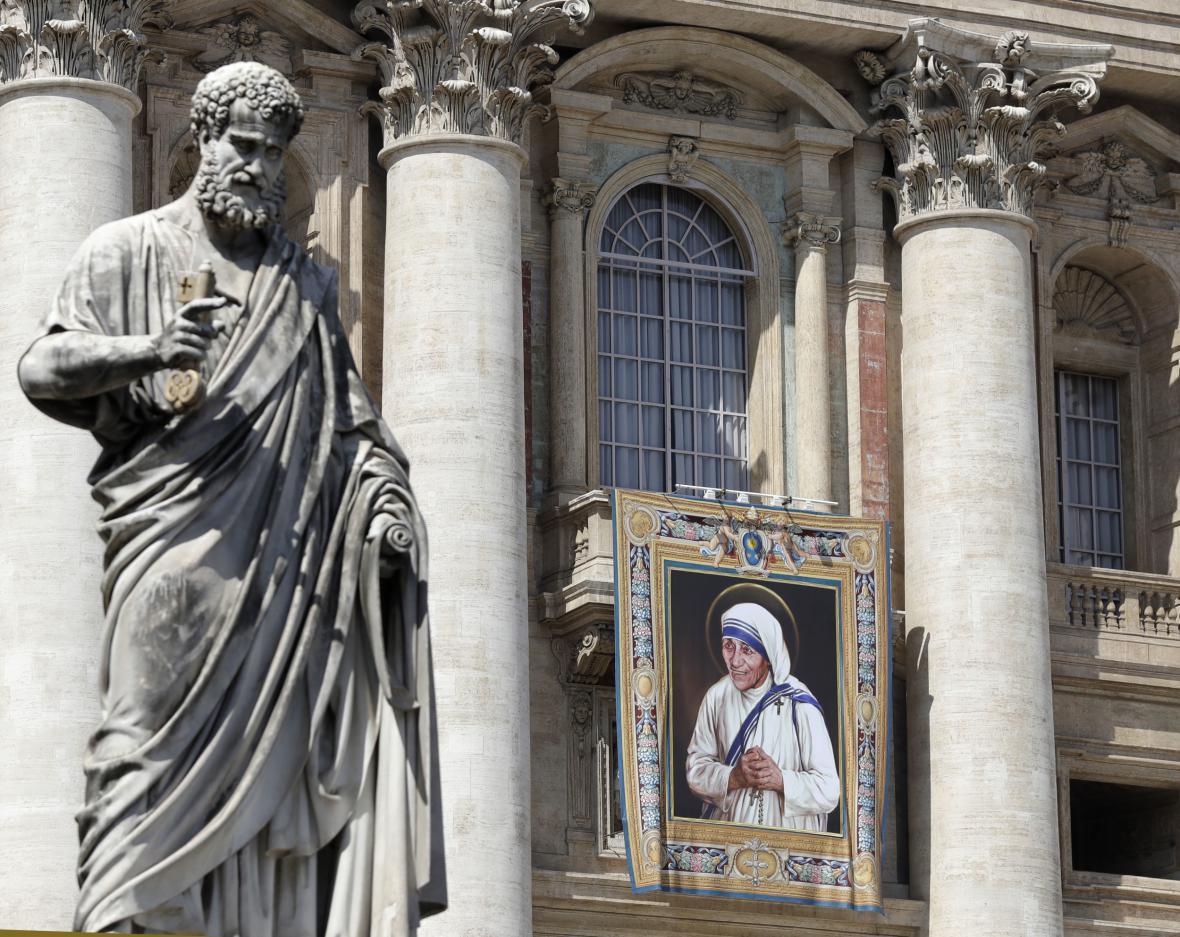 Vatikán se připravuje na svatořečení Matky Terezy