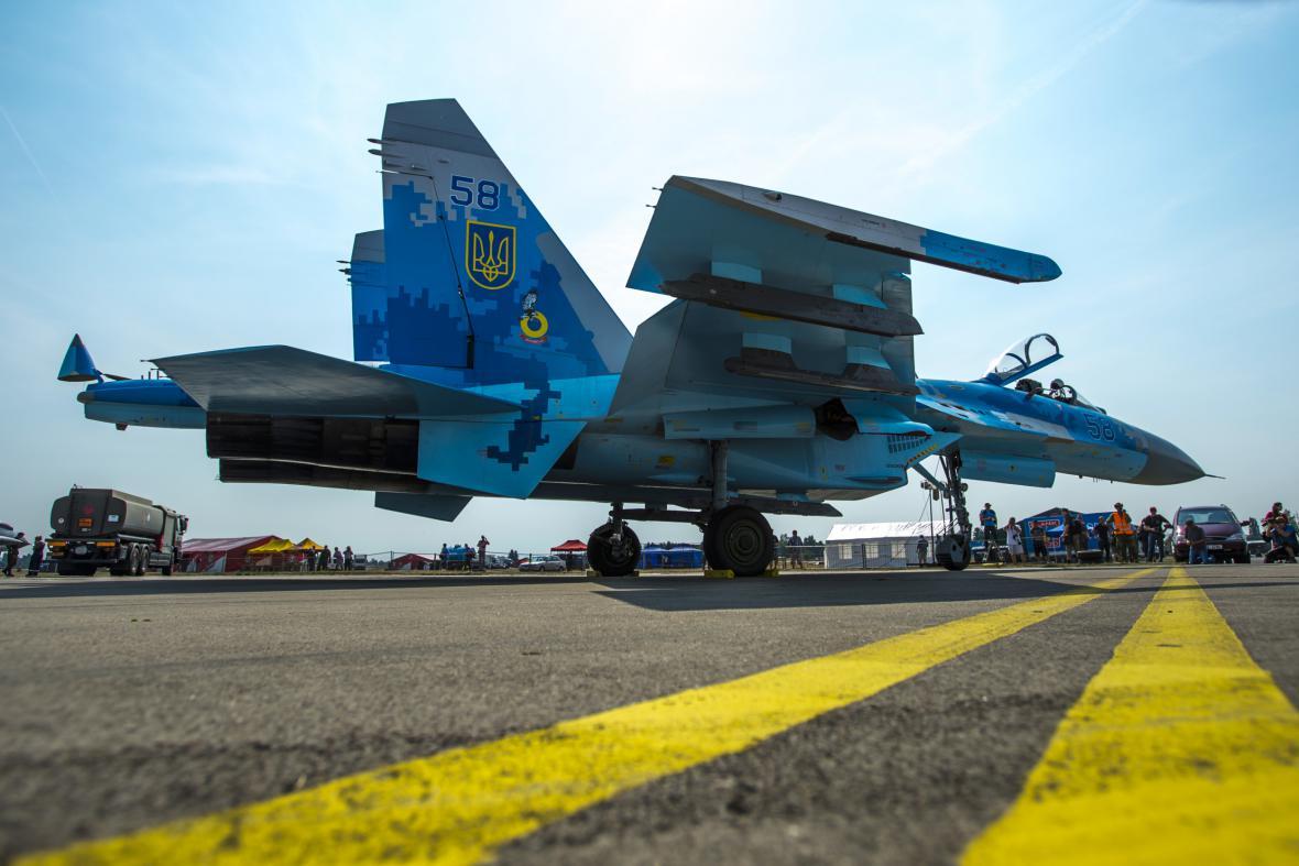 Stíhací letoun Su-27 z Ukrajiny při přípravě na leteckou přehlídku CIAF 2016