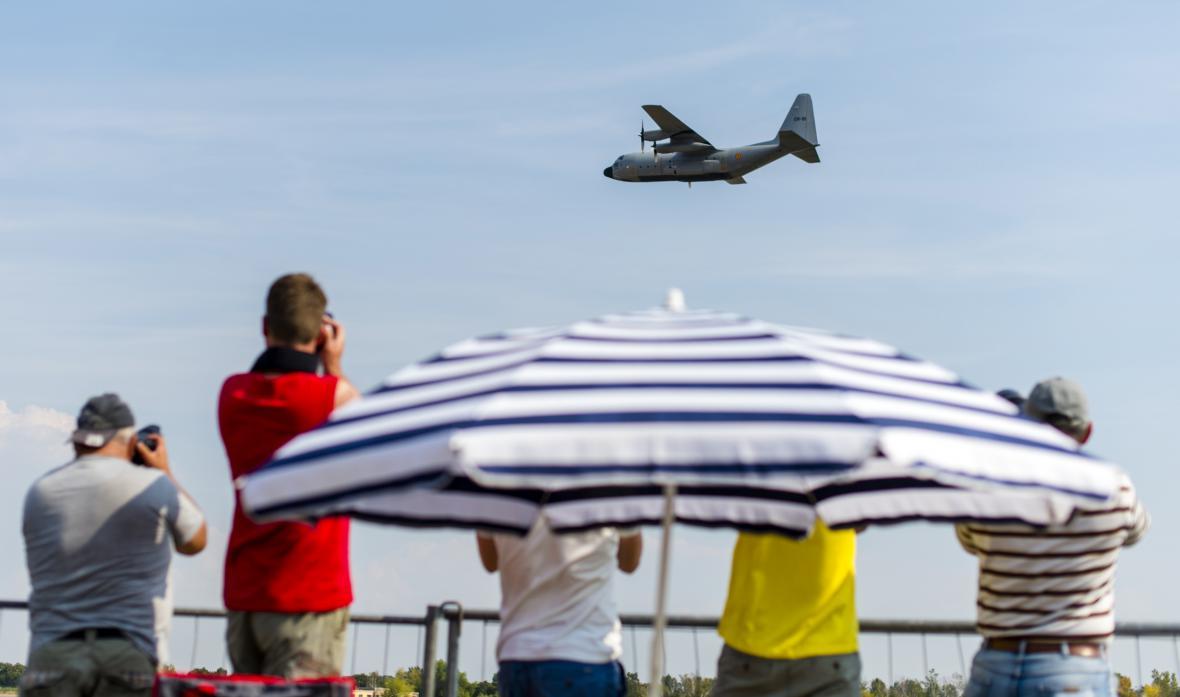 Transportní letoun C-130 Herkules při přípravě na leteckou přehlídku CIAF 2016
