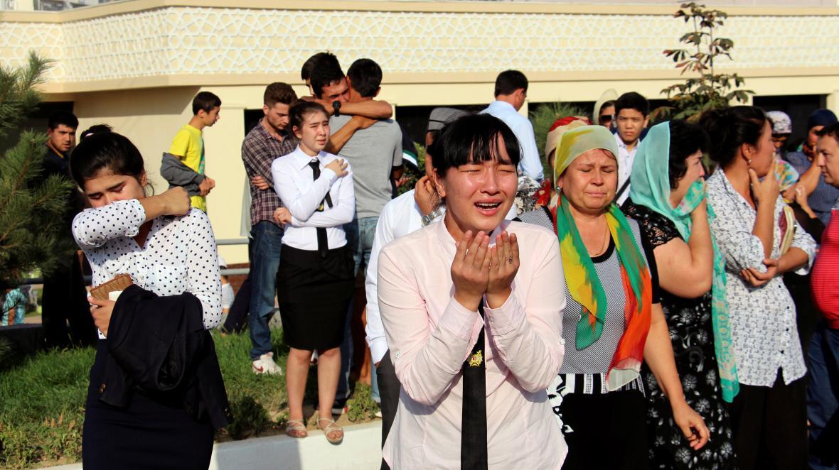 Lidé v Uzbekistánu reagují na pohřeb prezidenta