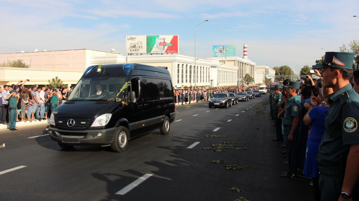 Lidé v Uzbekistánu přišli vzdát hold zesnulému prezidentovi