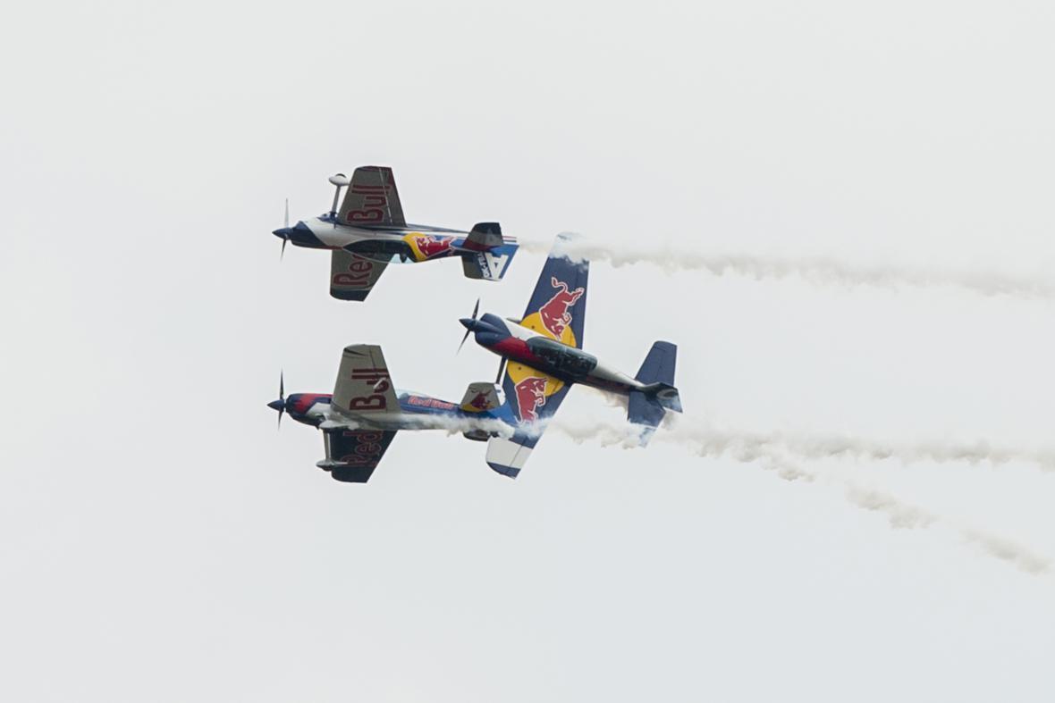 Akrobatická skupina Flying Bulls na letecké přehlídce CIAF 2016
