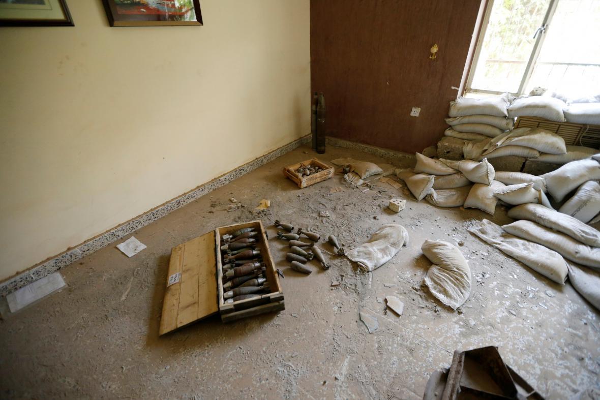 Opuštěná továrna se zbraněmi islamistů