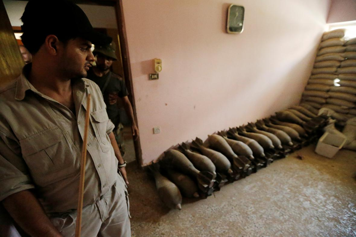 Islamisté za sebou nechali celý arzenál zbraní
