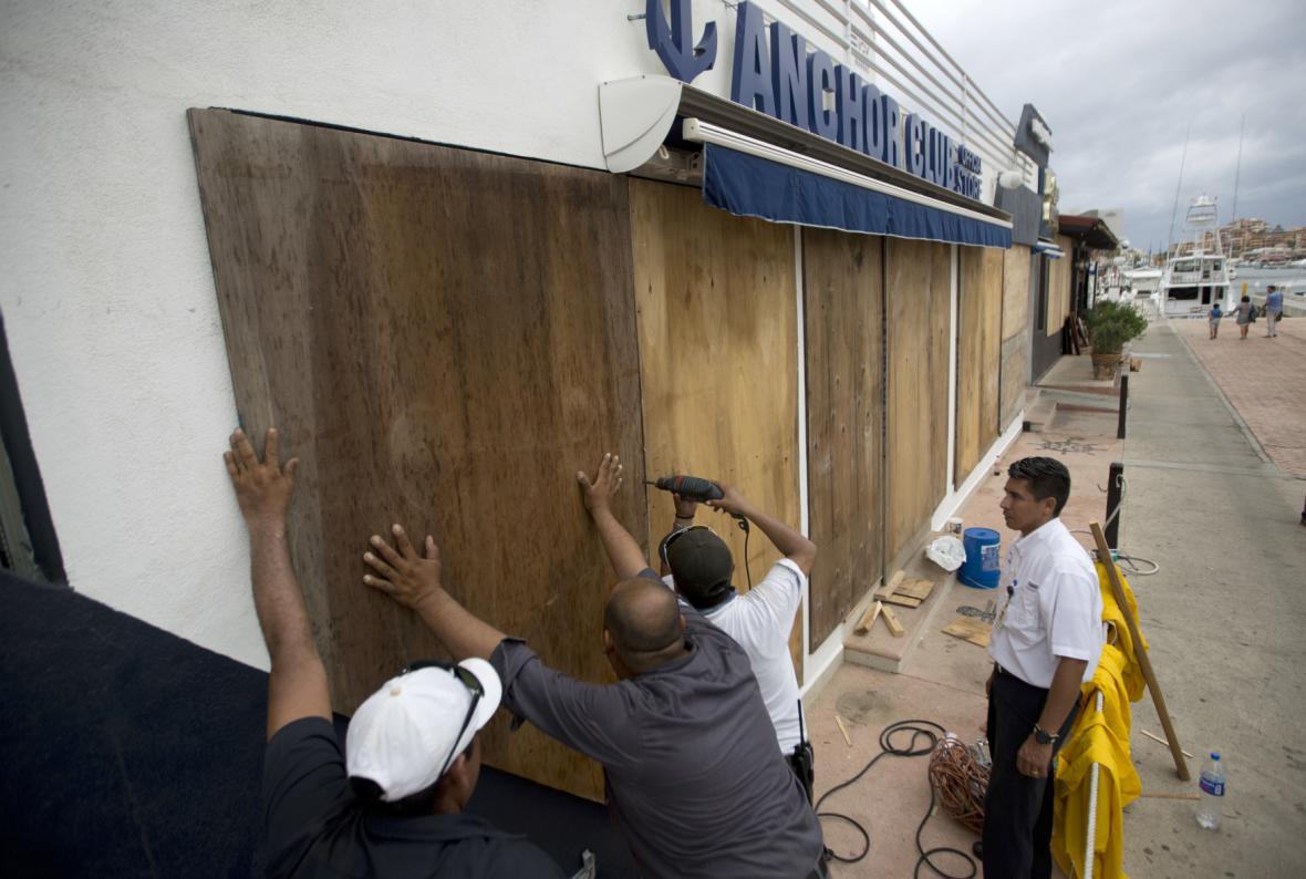 Obyvatelé Mexika zabedňují okna