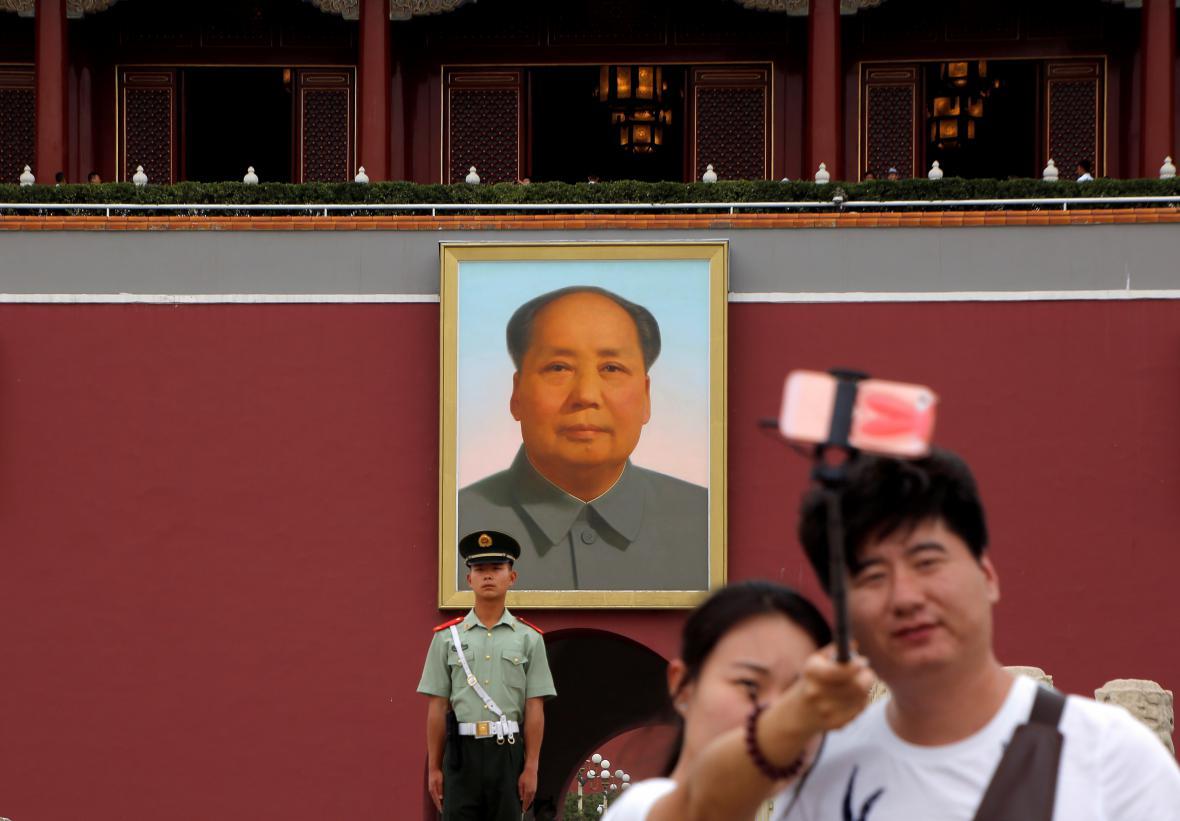 Turisté před Maovým mauzoleem