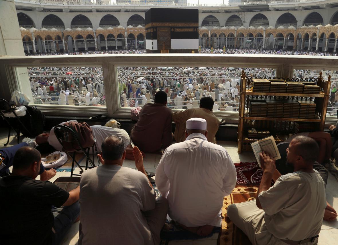 Muslimové krouží kolem Káby