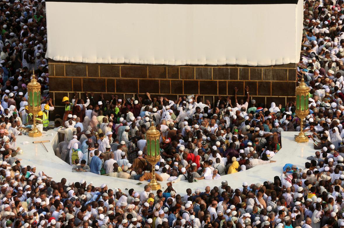 Muslimové obcházejí Kábu