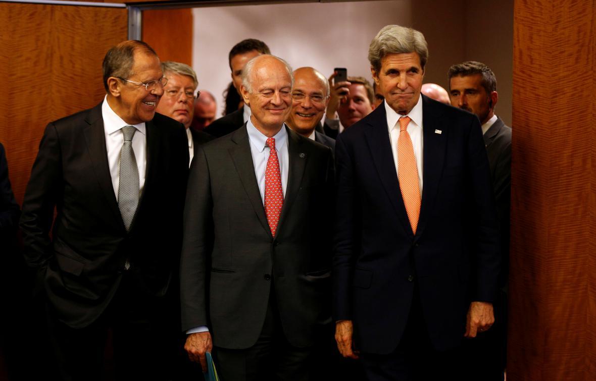 Oba ministři se zmocněncem OSN pro Sýrii Misturou