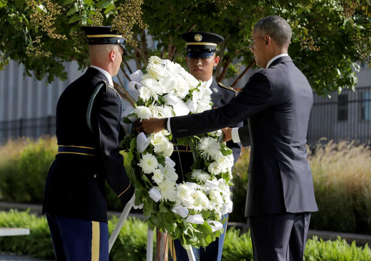 Barack Obama při pietní akci u Pentagonu