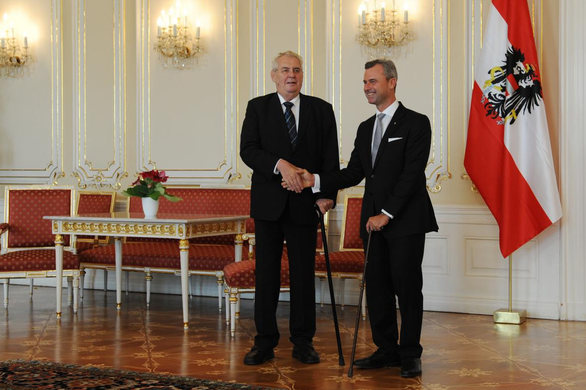 Miloš Zeman s rakouským prezidentským kandidátem Norbertem Hoferem