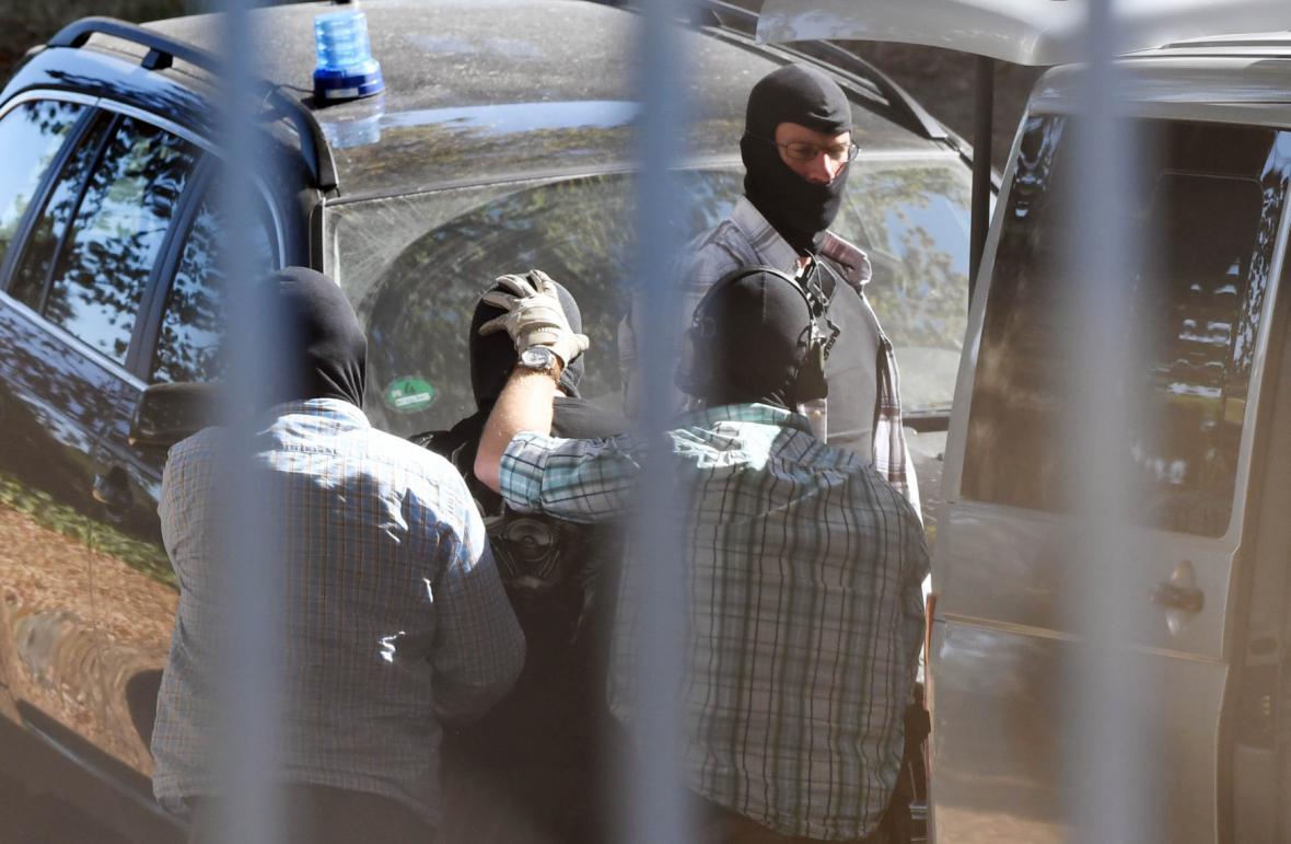 Převoz podezřelých k soudu provázela mimořádné bezpečnostní opatření