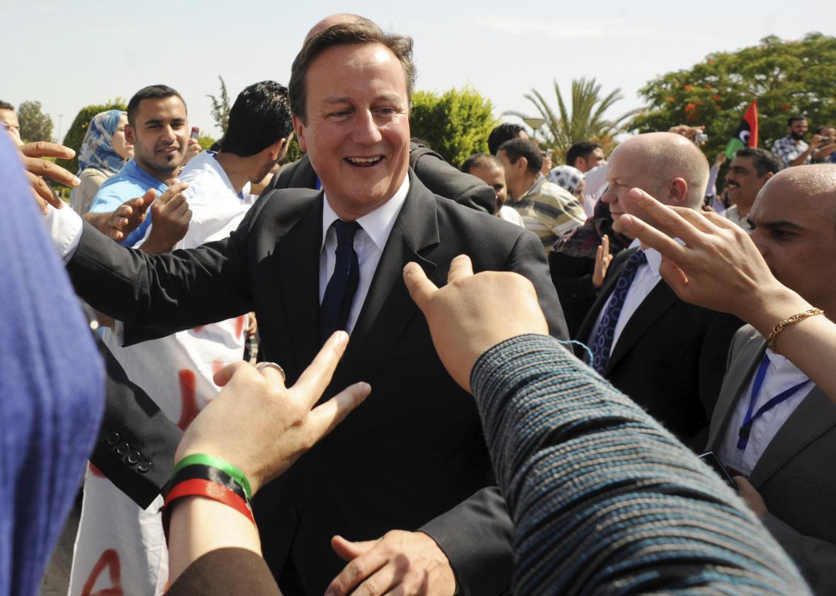 Tehdejší premiér Cameron v osvobozeném Tripolisu v září 2011