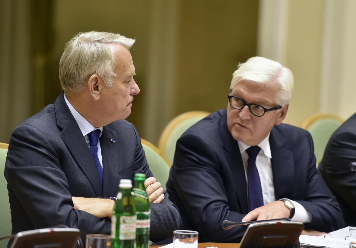 Ministři zahraničí Jean-Marc Ayrault a Frank-Walter Steinmeier