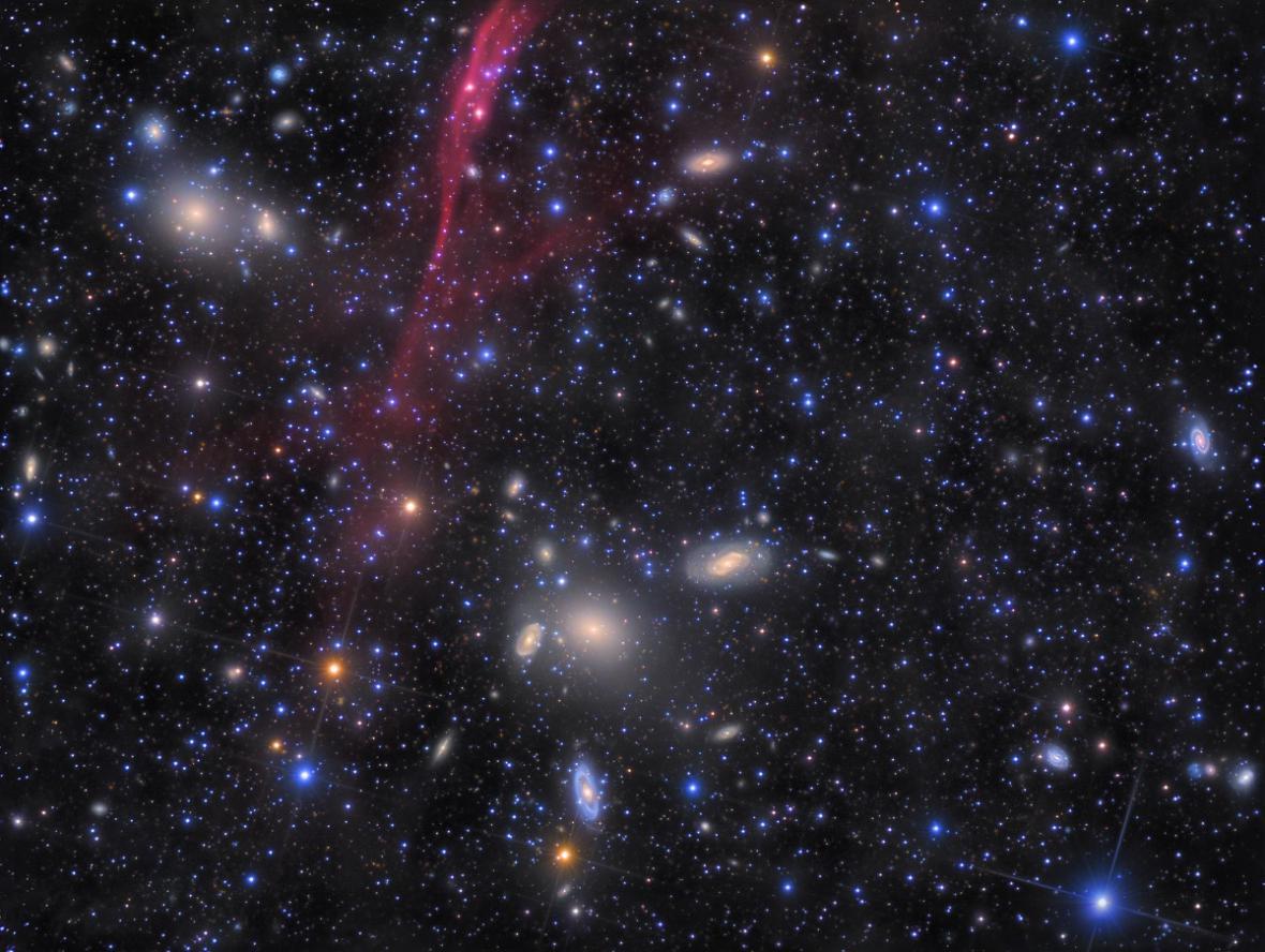 Galaxie Antlia, extrémní hloubka, 152 hodin