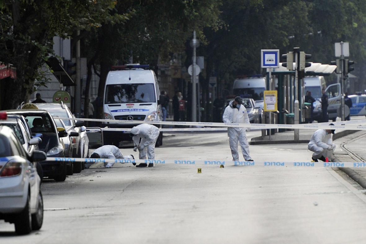 Vyšetřovatelé na místě výbuchu v Budapešti