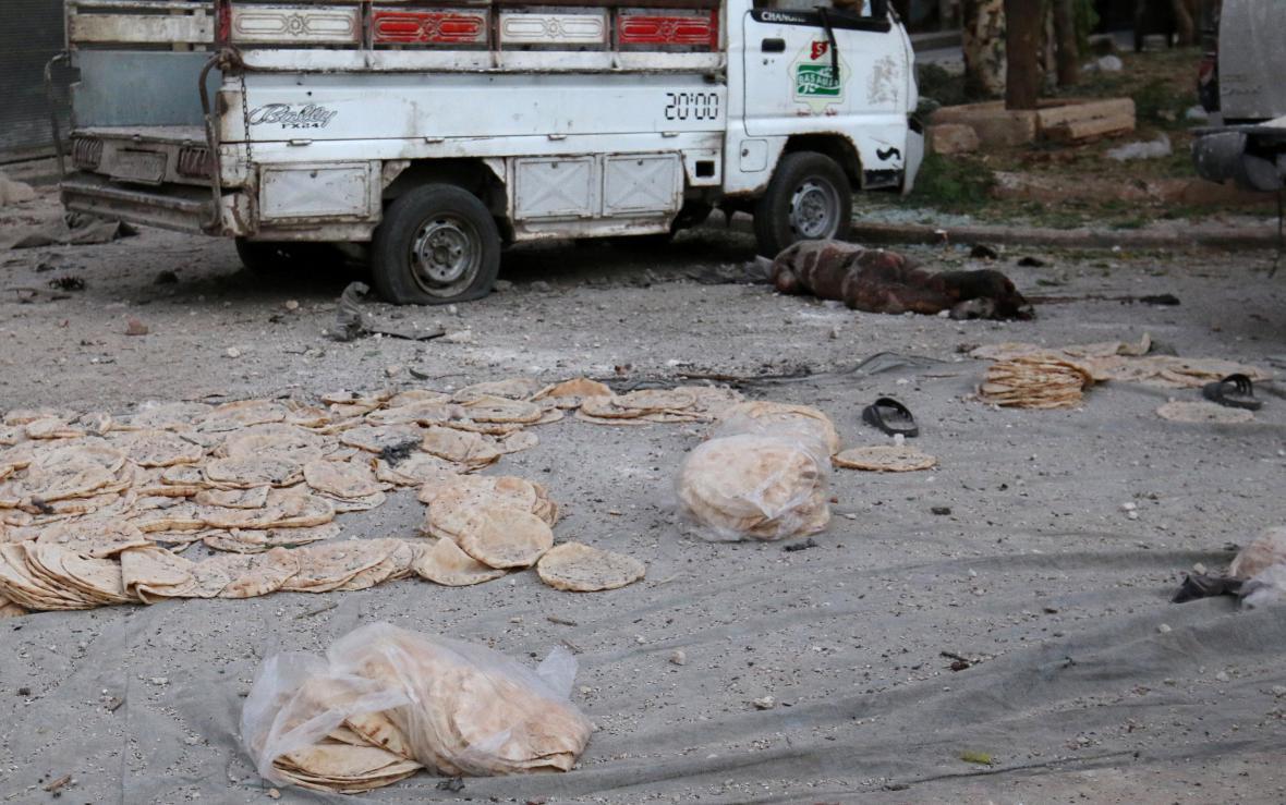 Bomby dopadly na frontu před pekárnou
