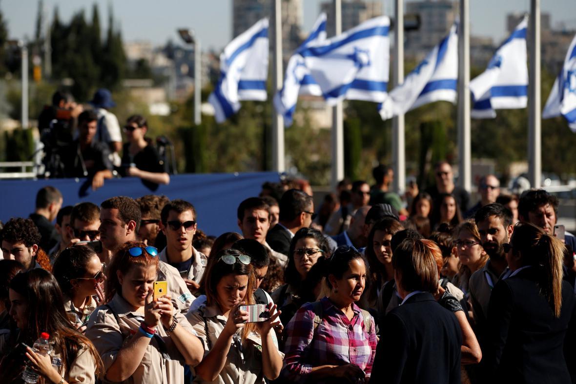 Izraelci se loučí s Peresem