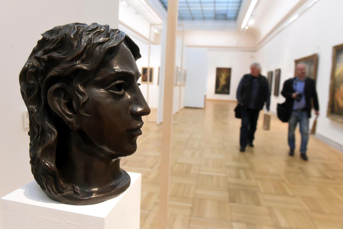 Bronzová Dívka s řasami (1924) od Otty Gutfreunda