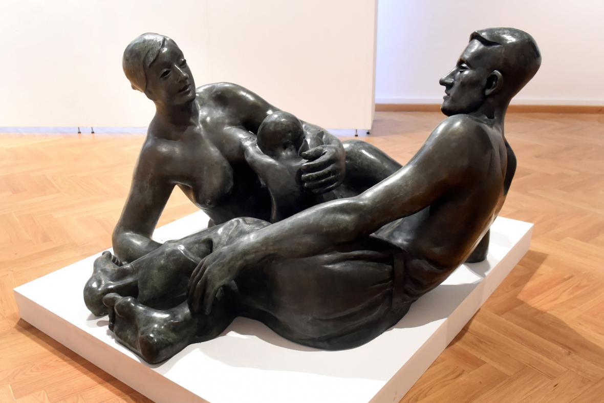 Bronzové sousoší Rodina (1925) od Otty Gutfreunda